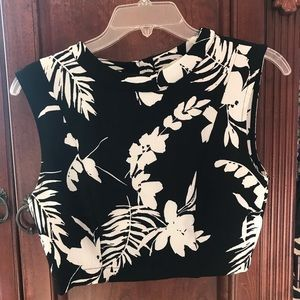 Cute black and white floral crop top!